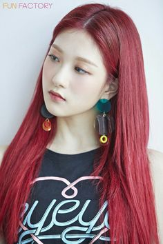Red Hair Kpop, Kpop Hair Color, Hair Color And Cut, Lee Seo Yeon, Karin Uzumaki, Pre Debut, Girls With Red Hair, Soyeon, Korean Girl Groups