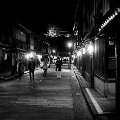 昨日の夜。金沢 ひがし茶屋街。 日中の喧騒もようやく落ち着いて。 @AppLetstag #ひがし茶屋街 #金沢 #kanazawa #Photography