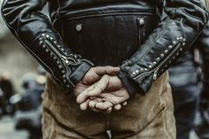 Discovered by steeples collapsed. Find images and videos about leather and biker on We Heart It - the app to get lost in what you love. Biker Leather, Leather Men, Leather Jackets, Motorcycle Leather, Biker Jackets, Black Leather, Mode Masculine, Riders Jacket, Jacket Men