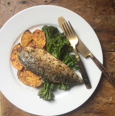 Serious food envy for Perfectly Paleo cookbook author Rosa Rigby's post workout lunch of pan fried mackerel & Grown With Love sweet potato.