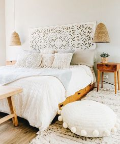 Add the mid-century decor touch to your home interior design project! This is th… Add the mid-century decor touch to your home interior design project! This is the time to spend your evening nights with the very best of the dining room decor! Home Interior, Interior Design, Bohemian Bedrooms, Bohemian Bedroom Decor, Boho Bed Room, Bohemian Headboard, Boho Style Decor, Tropical Bedrooms, Bohemian Room
