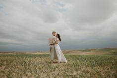 Marrakech wedding photographer. Elopements, intimate weddings and engagements in Morocco. Wedding dress: Otaduy