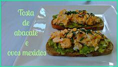 Tosta de abacate e ovos mexidos