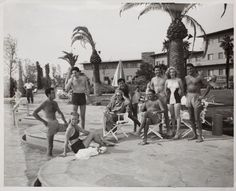 Norma Jeane (the future Marilyn Monroe, second from right) at the Flamingo Hotel in Las Vegas (1947)