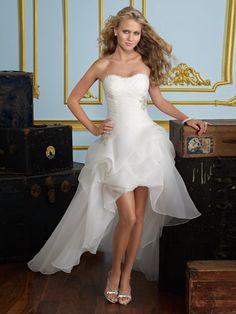 Chic, moderne Plis Sablier Broche Fleur en Crystal Glamour, dramatique Robe de Mariée http://www.robesdemariee2013.com/mariee/chic-moderne-plis-sablier-broche-fleur-en-crystal-glamour-dramatique-robe-de-mari%C3%A9e-p-41984.htm#.VJ4la14AOw