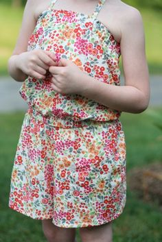 cute romper tutorial! Several of these will be made for my girl for the Summer. ^_^