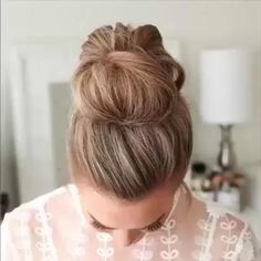 Messy Bun For Short Hair, Bun Hairstyles For Long Hair, Braided Hairstyles, Messy Updo, Messy Buns, Short Hair Messy Bun, Everyday Hairstyles, Prom Hairstyles, How To Make Messy Bun
