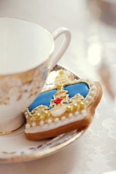 tea time, crown, the queen, british style, royal babies, royal weddings, cookie designs, biscuit, parti