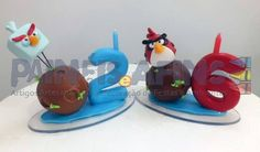 Velas artesanais confeccionadas em biscuit com o tema Angry Birds. Nestes exemplos temos o Red Bird e o Ice Bird, porém confeccionamos todos os personagens desta turminha! Uma ótima opção para incrementar a festa de seu (ou sua) pimpolho (a)! Vem, gente!