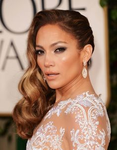 Jennifer Lopez Hairstyles: Side-swept Long Curls for an Edgy Look - Pretty Designs Top 10 Beauty Tips, Beauty Tips For Women, Beauty Hacks, Wedding Hair Side, Wedding Hair And Makeup, Hair Makeup, Bridal Makeup, Glowy Makeup, Nude Makeup