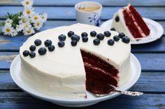 Rød fløyelskake med hvit ostekrem og blåbær Red Velvet, Velvet Cake, Nom Nom, Food And Drink, Dishes, Baking, Easy, Desserts, 3rd Birthday