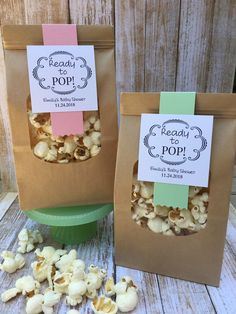 Baby Shower Ideas Discover 8 Baby shower favors Ready to Pop favors popcorn favors caramel corn favors personalized favor bags diy favors Unique Baby Shower Favors, Baby Shower Party Favors, Baby Shower Parties, Baby Shower Themes, Baby Shower Goodie Bags, Baby Shower Buffet, Shower Ideas, Baby Favors, Baby Shower Souvenirs