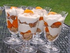 Käse-Sahne-Dessert Cheese cream dessert, a very delicious recipe from the category dessert. Cream Cheese Desserts, Creme Dessert, Trifle Desserts, Brunch Party, Getting Hungry, Homemade Ice Cream, Desert Recipes, Food And Drink, Cooking Recipes