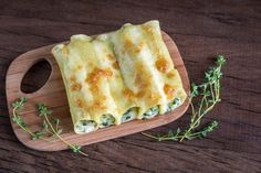 Cannelloni with ricotta and spinach on the wooden board By photos , Chicken Liver Pate, Chicken Livers, Lentil Stew, Fresh Mint Leaves, Soul Food, I Foods, Pesto, Spinach, Food And Drink