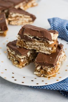 Gooey Caramel Crack Bars Candy Recipes, Baking Recipes, Cookie Recipes, Dessert Recipes, Bar Recipes, Kitchen Recipes, Brownie Recipes, Family Recipes, Dessert Ideas