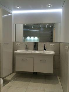Great Integrierter Spiegel Im Bad Mit Deckenbeleuchtung