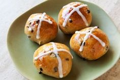 Hot Cross Buns are a traditional Good Friday treat! These slightly sweet yeast-leavened buns are spiced with cinnamon and speckled with currants, citron, and orange zest. Cross Buns Recipe, Bun Recipe, Recipe Key, Hot Cross Buns, Simply Recipes, Easter Treats, Easter Recipes, Pain, Sweet Treats
