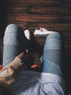 Macho Moda - Blog de Moda Masculina: Calça Biker Jeans, você usaria? Calça Biker, Converse, Tênis Branco,