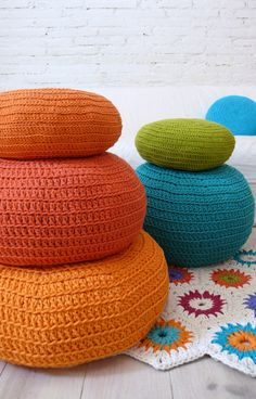 I'm going to look for a giant pouf pattern-how cute are these?!      Floor Cushion Crochet by lacasadecoto on Etsy