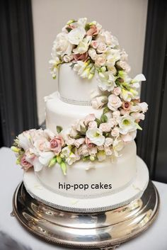 cascading flowers  - Cake by Hip-pop cakes