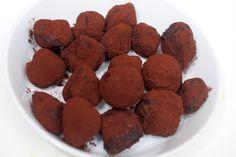 Sjokoladetrøfler Coconut Milk Chocolate, Chocolate Truffles, Dog Food Recipes, Vegan Recipes, Vegan Vegetarian, Sweet Treats, Recipies, Candy, Cookies
