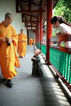 This photo was taken in Shaolin Temple of China. The little kid was sent to learn Kungfu when he was just two years old, being the youngest monk ever. How cute and lovely he is! #Kids   #Kungfu   #China