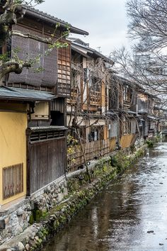 Traditional houses along the water in Gion, the geisha district in Kyoto, Japan. #kyoto #japan #travel