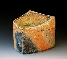 Akira Satake Ceramics - Natural wood ash: pottery surface is left unglazed and takes on color and markings during the firing from the melted wood ash
