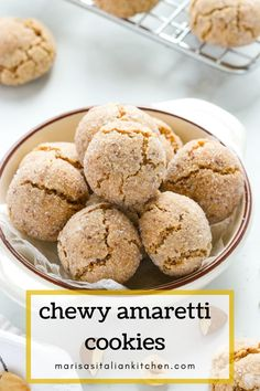 Chewy Amaretti Cookies are a true Italian classic. These Amaretti cookies have crispy outer edges, soft chewy centres and are gluten free. Amaretti Biscuits, Amaretti Cookies, Cookies Vegan, Vanilla Cookies, Italian Christmas Cookie Recipes, Italian Cookie Recipes, Italian Foods, Apple Recipes, Baking Recipes