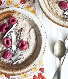 Recette de gruau de quinoa framboise et coco. Pour bien commencer la journee