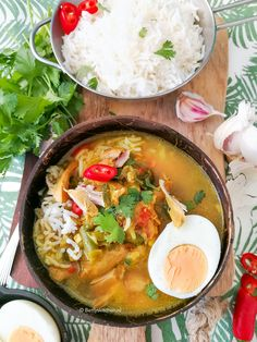 Soto Ajam - Indonesian chicken soup with rice Recipe Other Recipes, Rice Recipes, Soup Recipes, Great Recipes, Healthy Recipes, Chicken Rice Soup, Sushi Bowl, Food Vans, Good Food