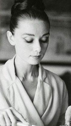 Audrey Hepburn looking very bathleisure