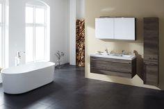 Stijlvol badmeubel met een gunstige prijs. Deze Limited Edition wordt geleverd met een wit keramisch wastafelblad met ruime, dubbele waskom. De wastafelkast met twee luxe laden is inclusief chromen greep. De luxe spiegelkast, voorzien van dubbele led lamp, zorgt voor extra opbergruimte en altijd het perfecte spiegelbeeld. Het geheel wordt gecompleteerd door een handige opbergkast voorzien van glazen schapjes. #primabad Led Lamp, Corner Bathtub, Vanity, Bathroom, Jackson, Google, Dressing Tables, Washroom, Powder Room