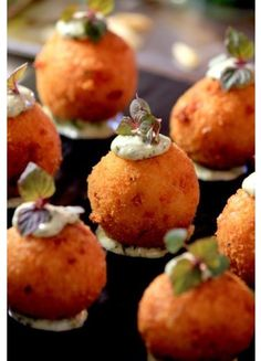Arancini canapes by Becker Minty Bespoke Dining Canapes Recipes, Appetizer Recipes, Canapes Ideas, Catering Food, Canapes Catering, Catering Buffet, Catering Ideas, Risotto Balls, Appetisers