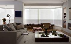 Apartamento de 208 m² no Itaim Bibi, ter um espaço propício para receber os amigos era algo essencial. Projeto da dupla Luciana Penna e Olivia Messa, sócias do escritório Messa Penna Arquitetura e Interiores.