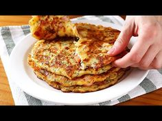 Tortillas rellenas en 10 minutos - Solo mezclar y verter en la sartén. Receta muy fácil - YouTube Savoury Dishes, Food Dishes, Quiches, Sandwich Sauces, Yummy Food, Tasty, Delicious Recipes, Pizza, Sweet And Salty