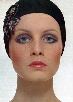Twiggy, photo by Justin de Villeneuve for Vogue ITALIA, 1969