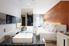 Barceló Hamburg ... offene Raumgestaltung, freier Blick zw. Waschbecken und Schlafbereich