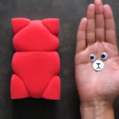 Unbelievably cool DIY gift ideas to make under 5 minutes Unbelievably cool DIY gift ideas to make under 5 minutes The post Unbelievably cool DIY gift ideas to make under 5 minutes appeared first on Cadeau ideeën. Diy Crafts Hacks, Diy Home Crafts, Diy Arts And Crafts, Creative Crafts, Fun Crafts, Crafts For Kids, Paper Crafts, Art Diy, Cool Diy