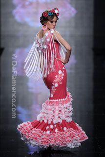 Trajes de Flamenca - Simof 2014 - Moda Flamenca Spanish Costume, Spanish Dress, Spanish Dancer, Flamenco Dancers, Flamenco Dresses, Gypsy, Spanish Fashion, Beautiful Long Hair, Dance Wear