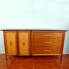 Mid-Century Modern Furniture is starting to grow on me.