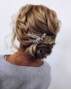 These Gorgeous Updo Hairstyle That You'll Love To Try! Whether a classic chignon textured updo or a chic wedding updo with a beautiful details. These wedding updos are perfect for any bride looking for a unique wedding hairstyles... #weddinghairstyles