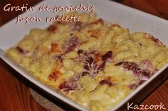 c'est parti pour la recette de la raclette revisitée avec Gloria :  http://kazcook.com/blog/archives/961-Gratin-de-gnocchis-facon-raclette.html
