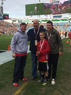 Before the @taxslayerbowl, @DaleJr met @Jaguars head coach Gus Bradley.