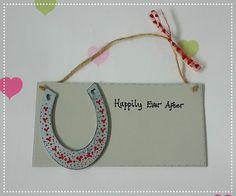 Personalised wedding Happily Ever After plaque, decorated painted horseshoe, wedding keepsake by SamigailsHPGifts on Etsy