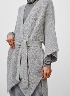 The only 5 sweaters you need in your life right now // Aritzia sweater @fashionmagazine