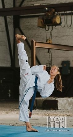 Kung Fu Martial Arts, Martial Arts Women, Shotokan Karate, Female Martial Artists, Fighting Poses, Karate Girl, Art Poses, Aikido, Judo