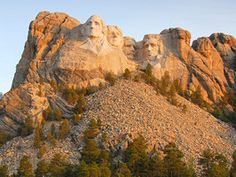 From Mount Rushmore and Crazy Horse Memorial to historic Deadwood and Custer State Park, check out South Dakota's must-see attractions.
