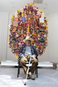 Don David Celestinos en el Museo de Arte Popular con su obra de el árbol de la vida. Impresionante. Foto: Dardané Pérez Romero.