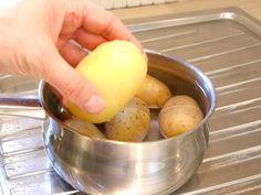 Eplucher des pommes de terre facilement
